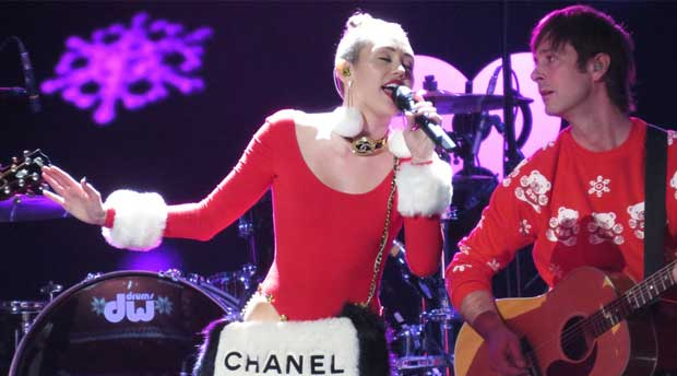 5 surprising things that Miley Cyrus and Facebook / Twitter have in common