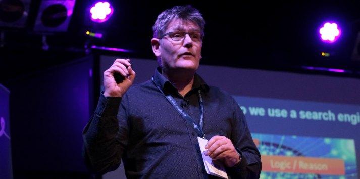 Dixon Jones speaking on how we use search engines